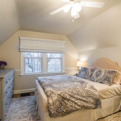 bed-bedroom-blanket-2015566